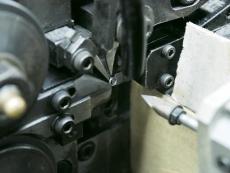ボールペン用押しバネ製造1.JPG