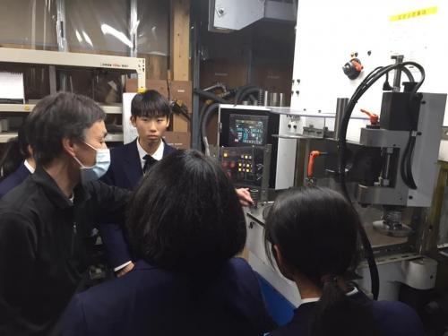 廿日市市立七尾中学校工場見学.jpg